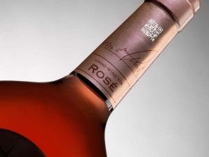 laser-coding-wine-bottle-qr-code-glass